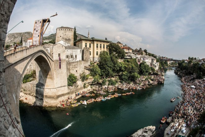 artem-silchenko-competing-at-red-bull-cliff-diving-mostar-2015